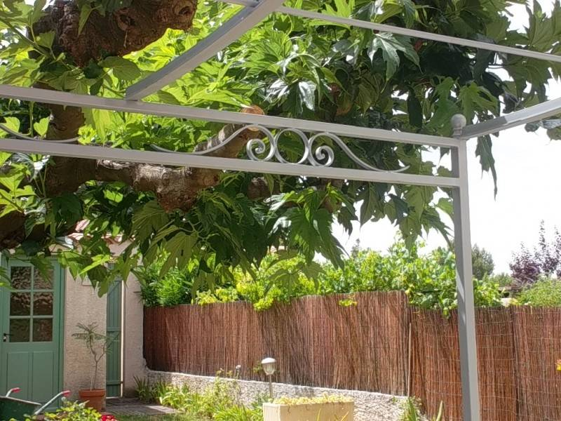 pergola pour vigne pergolas peinte pour vigne marconnet. Black Bedroom Furniture Sets. Home Design Ideas