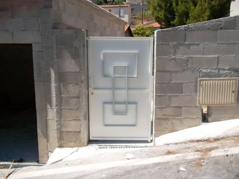 Portail et portillon moderne aix en provence la petite for Portail et portillon